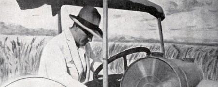 Mustafa Kemal Çiftlik'te Traktör Kullanmayı Öğretiyor